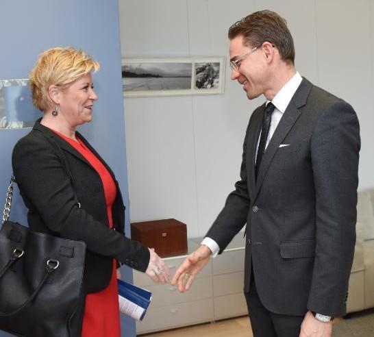 Siv Jensen med Jyrki Katainen. Kilde - Europakommisjonen